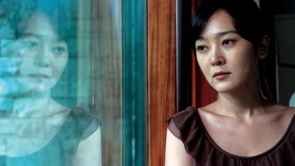 韩国剧情电影《空房间》一部诡异迷幻又十分唯美温情的电影 (2)