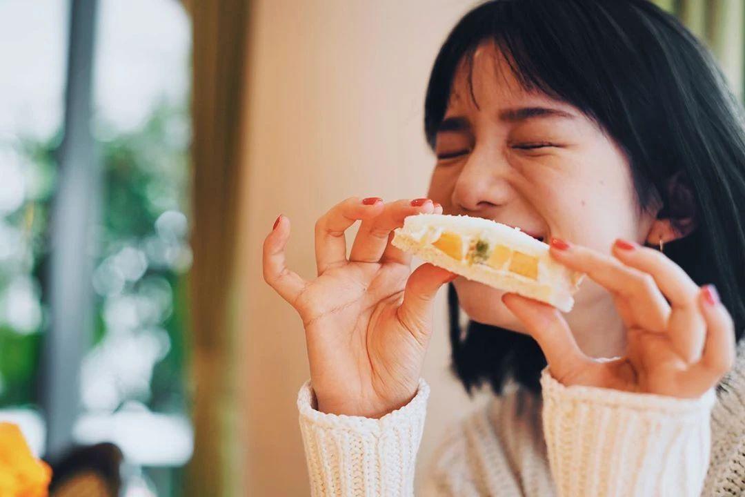 永远一张娃娃脸的棉花糖女孩弘中绫香写真作品 (12)