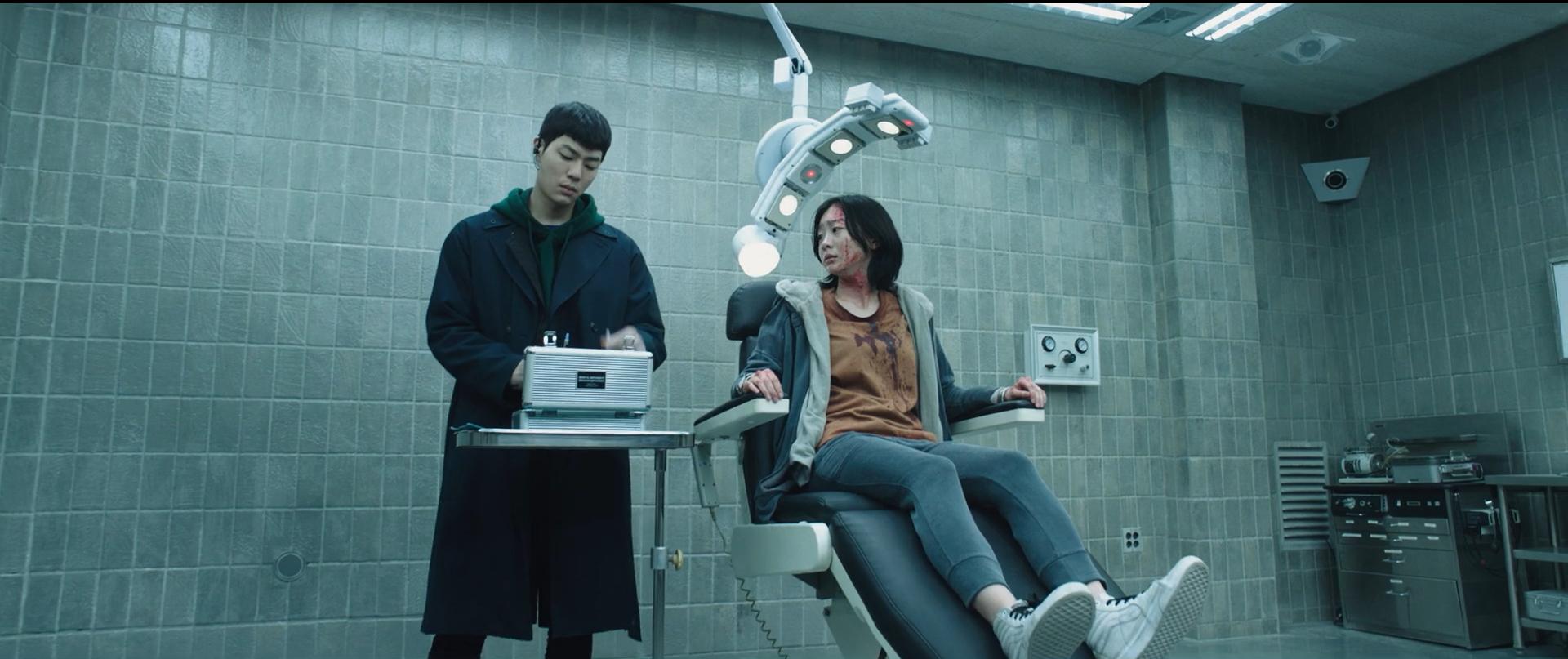韩国动作悬疑电影《魔女》变异人不断反转剧情就为找自己的生父母 (12)