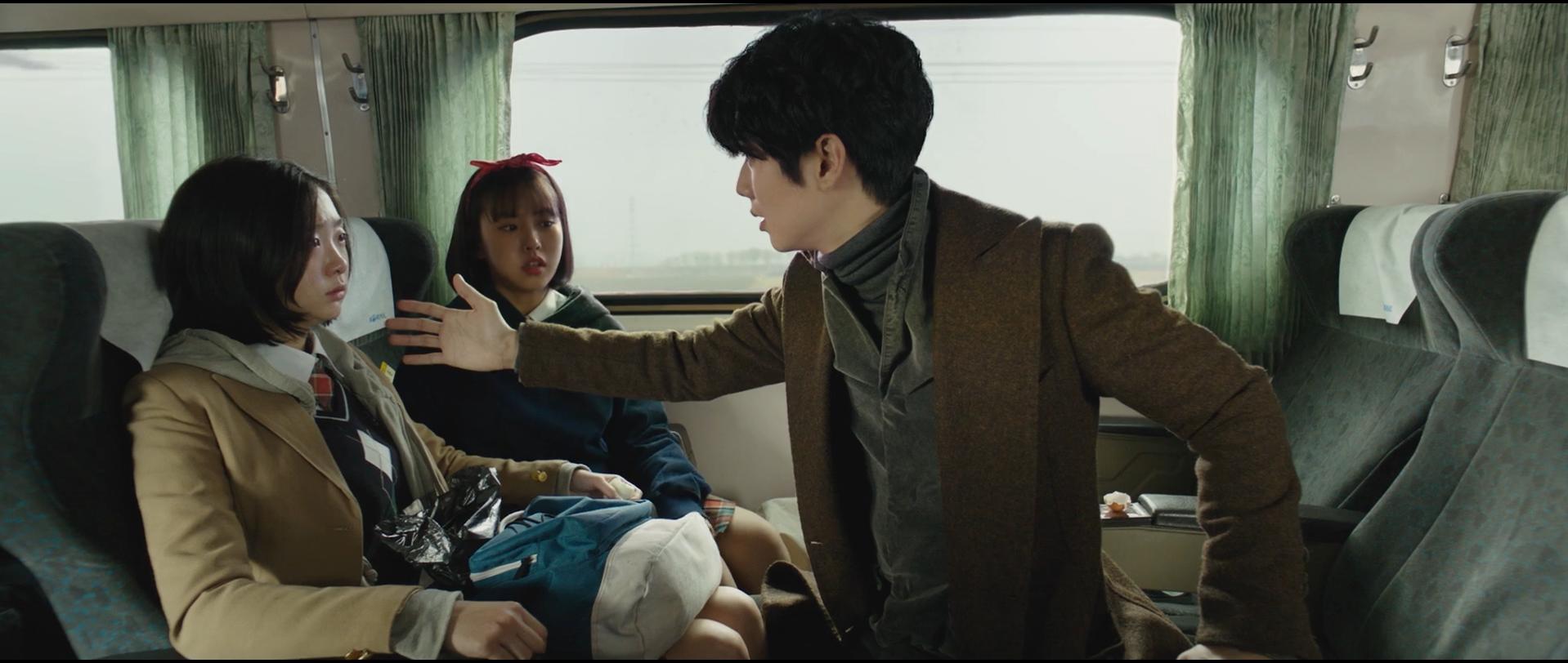 韩国动作悬疑电影《魔女》变异人不断反转剧情就为找自己的生父母 (2)