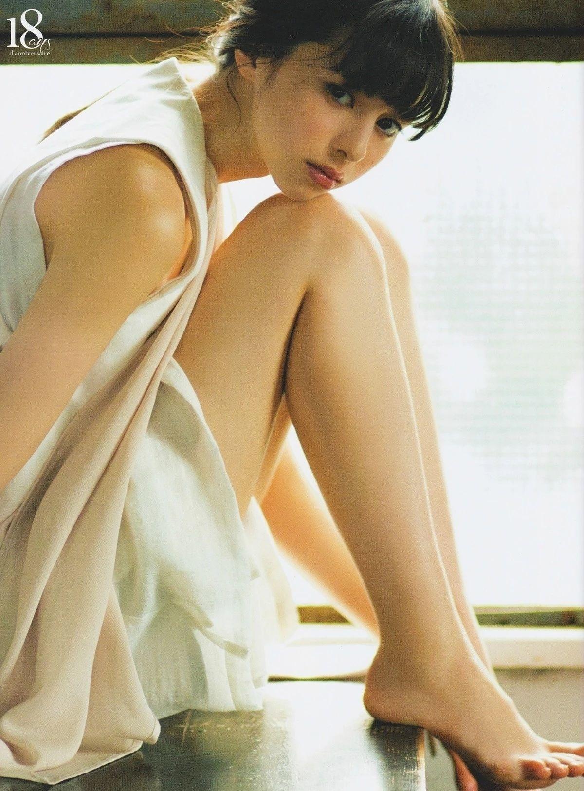 女性最想要的混血颜并且有彩妆种草机之称的中条彩未写真作品 (56)