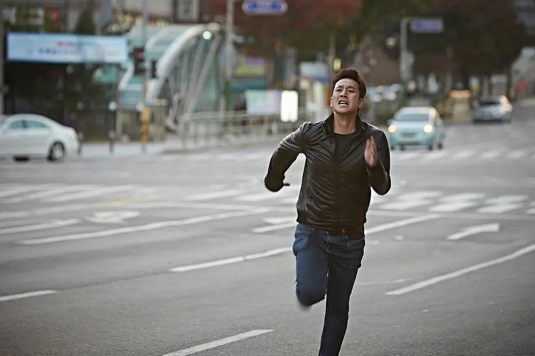 韩国电影《走到尽头》两个腐败警察之间的较量,当小苍蝇遇到大老虎 (2)
