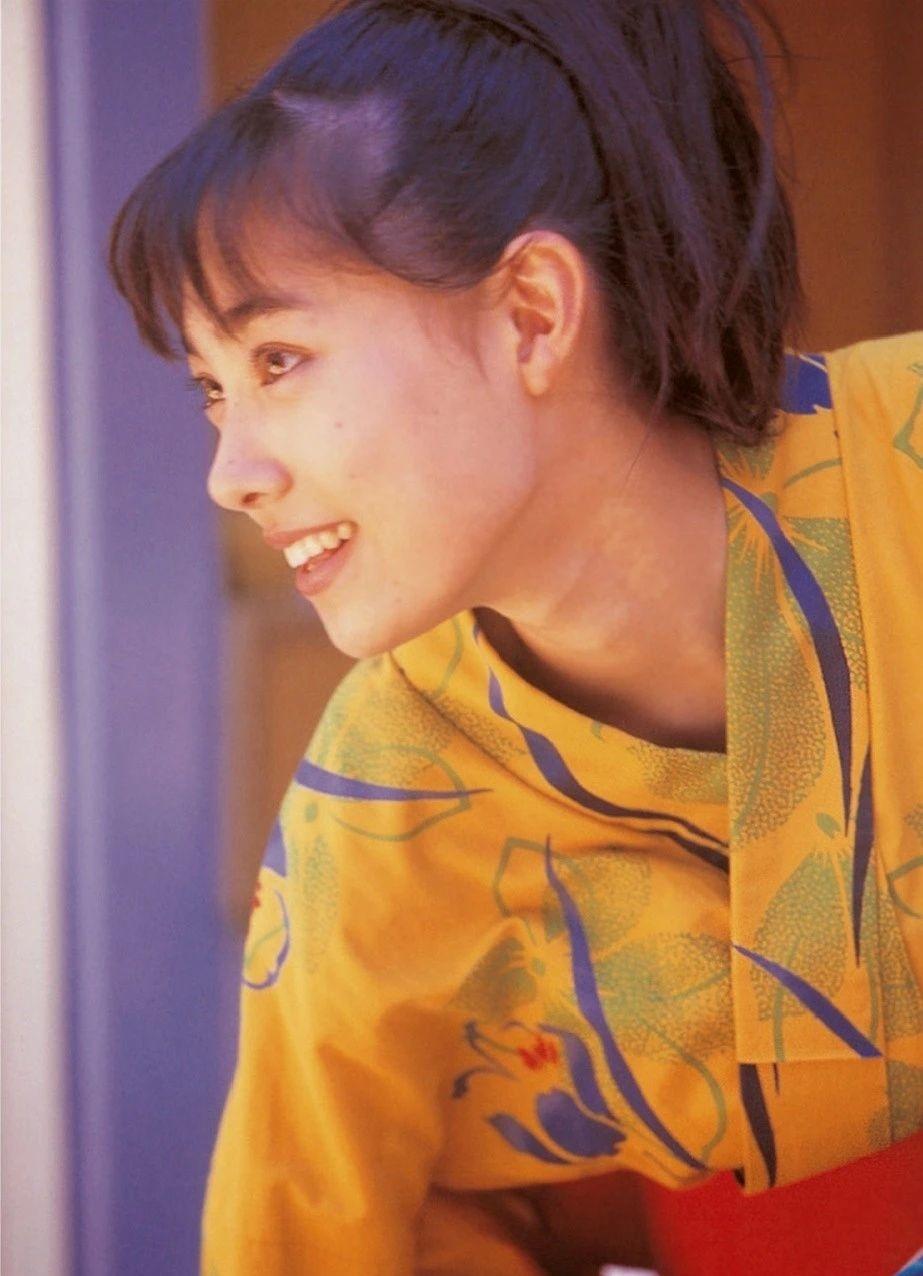 被锁在保险柜里的日本艺人吹石一惠的写真作品 (5)