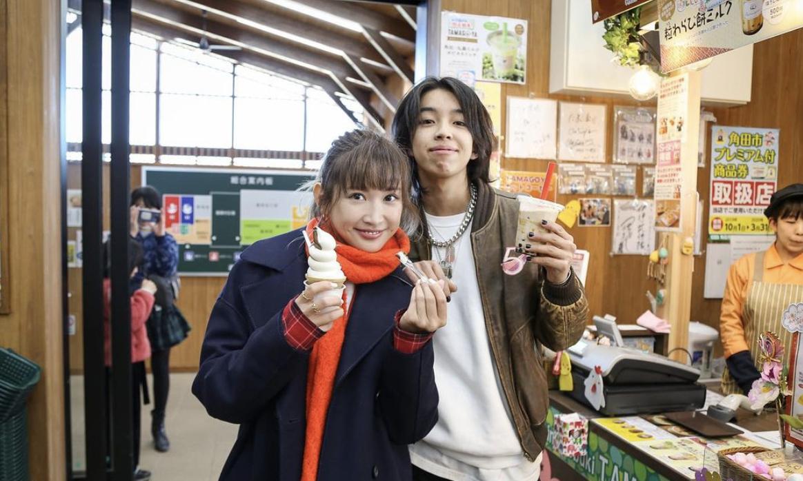 事业经营不错的纱荣子和小自己17岁的疑似男友交往 (4)