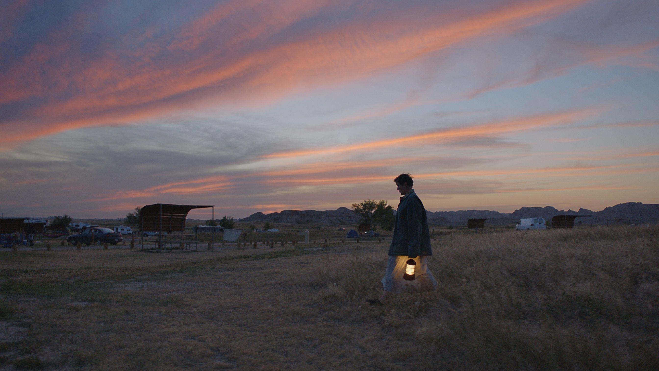 电影《游牧人生》是四海为家的旅行还是无家可归的流浪 (5)
