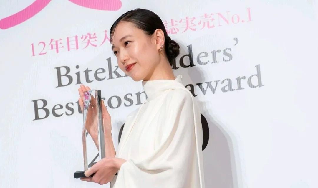 日本女星户田惠梨香结婚前后变化有点大但是幸福感慢慢