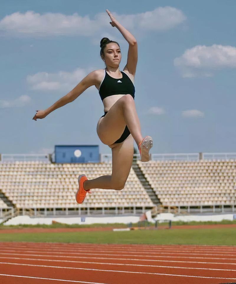 乌克兰跳远运动员 Veronika Penzareva 回眸一笑电力十足 (7)