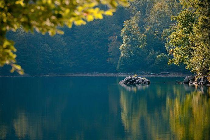 lake-6641880__480