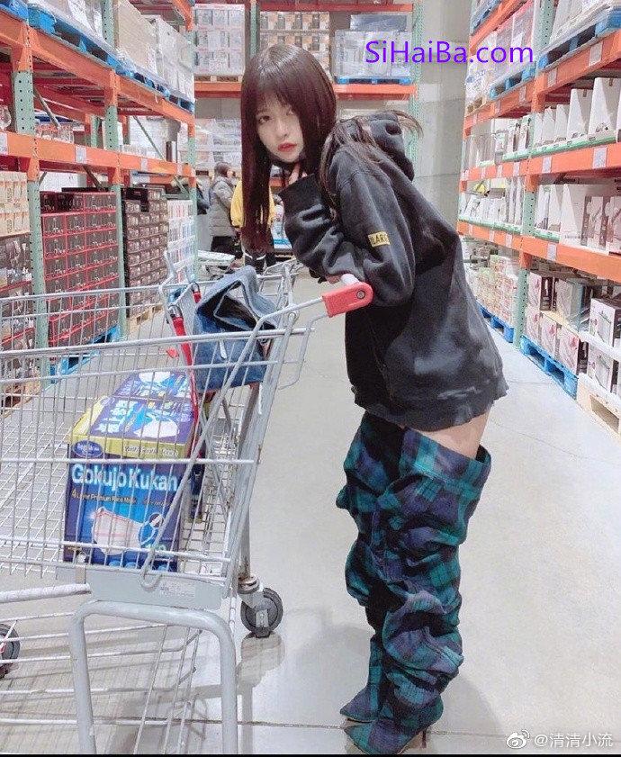 [奇葩买家秀]一个在超市裤子没穿好的人 涨姿势 第1张