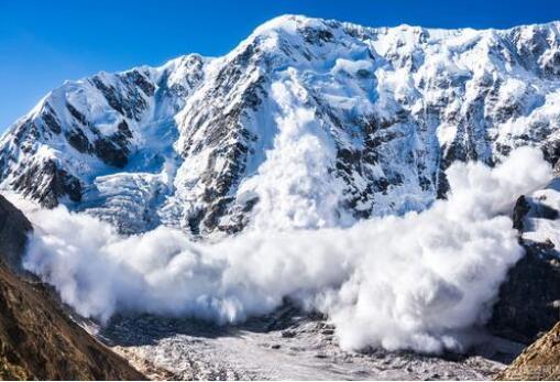 巨型雪崩,这扑面而来的气势也太壮观了